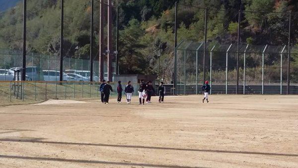 20161211_hatsurensyu01女子硬式野球クラブチーム「和歌山ファイティングバーズNANA」の練習の様子