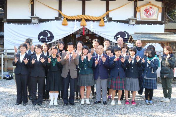 女子硬式野球クラブチーム「和歌山ファイティングNANA」のメンバーやサポーター
