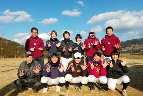 女子硬式野球クラブチームNANAのメンバー集合写真