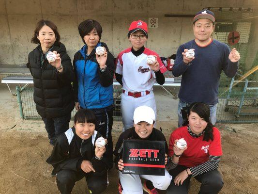 20161210_01女子硬式野球クラブチーム「和歌山ファイティングバーズNANA」の練習に参加した選手たち